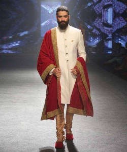 Contrasting Dupatta with sherwanis for winter weddings