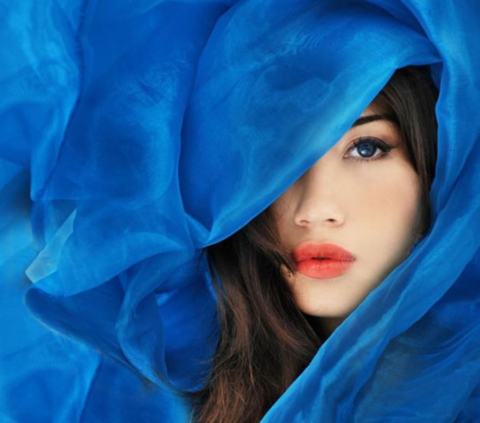 Women: How to wear Blue in 6 stylish ways
