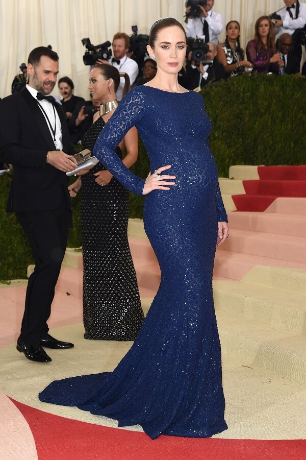 Emily Blunt in Michael Kors Dress & Forevermark Diamonds Jewellery